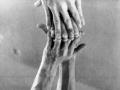Брюс Науман. Исследование контакта пальцев с зеркалом. 1966